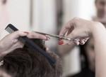 A korlátozások miatt hónapokat várt a fodrászra, végül kínos frizurával távozott