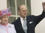 Lebukott - Titokban világsztárral vacsorázott Erzsébet királynő férje