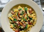 Ízekben gazdag gorgonzolás-spenótos-baconös tészta, ami még egészséges is