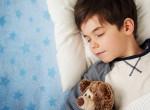 Egyszerű trükkök: Így altasd el a gyereket, ha túl éber esténként