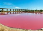 Mint a cukormáz! Ezért rózsaszín a vize a világ legrejtélyesebb tavának