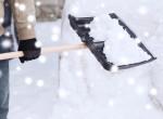 Egyszerű és gyors trükk só helyett, amivel leolvad a hó és a jég a járdáról