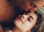 Így, az ágyban, egymást ölelve találták holtan az Instagram-párt! Fotó