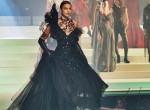Irina Shayk mindenkit lesöpört a kifutóról a párizsi divathéten - Fotók