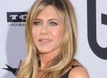 Jennifer Aniston is trükközik: Ettől a farmertől tűnik karcsúbbnak