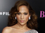 Kínos videó: Hatalmasat esett koncertje közben Jennifer Lopez