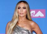 Jennifer Lopez nem szégyellős: Egy szál melltartóban lépett utcára - Fotók