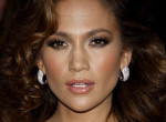 Még Jennifer Lopez is rajong a zenekaros pulcsikért, ő a kedvenc előadója