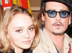 Meztelenül fotózták Johnny Depp gyönyörű lányát - Fotók