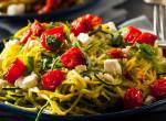 Alakformáló ebédötlet: Juhsajtos zöldséges tésztasaláta