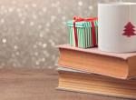 Karácsonyi könyvajánló: 7 ünnepi könyv, aminek a fa alatt a helye