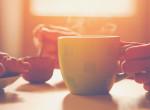 Kávé reggeli előtt vagy után? Megvan a tudományos válasz!