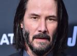 Keanu Reeves megvált ikonikussá vált tincseitől – Így néz ki tüsi hajjal