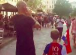 Horvát mezben sétált egy belga utcán ez a fiú - a reakció döbbenetes!
