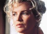 Kim Basingert is legyőzte a botox, teljesen eltorzult a színésznő arca