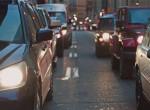 Személyautó ütközött traktorral – Hétfői jelentés a magyar utakról