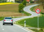 Ne vezess rutinból! Sok helyen megváltoztatták a sebességhatárt