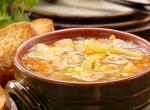Tejfölös krumplileves, könnyű és laktató fogás a családi ebédre