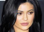 Kylie Jenner újra smink nélkül: már nem tudjuk eldönteni, melyik az igazi arca - Videó
