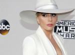 Lady Gaga teljesen elérzékenyült - Elsírta magát a kamerák előtt