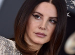 Lana Del Rey-re felszaladtak a karanténkilók, vásárlás közben bukott le - Fotók