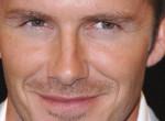 Ilyen hajmeresztő frizurával tisztelgett édesapja előtt David Beckham fia - Fotó