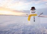 Dobj el mindent, ennél a hóembert építő kutyánál ma nem látsz menőbbet - Videó