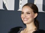 Natalie Portman bevállalta: Bugyit villantott a vörös szőnyegen