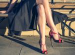Íme 2020 legnagyobb cipőtrendje - a topán, ami minden lábon jól áll