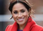 Ismét ruhájával üzent: Ezért viselt piros kabátot Meghan hercegné