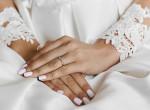 Elmaradt a nő esküvője, a koronavírus elleni oltásra viszont menyasszonyi ruhában érkezett