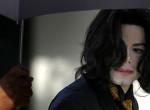 Mint egy tébolyult - Bizarr videó került elő Michael Jackson kihallgatásáról!