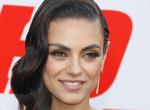 Lenőtt haj, szakadt ruhák: Mila Kunis szörnyen lepukkant - Fotók