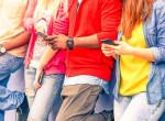 Ahelyett, hogy a csajokat néznék, a mobiljukat bámulják!