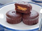 Mogyoróvajjal töltött muffin – szédületesen jó és nagyon csokis