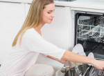 Óriási hibát követsz el, ha ezt csinálod, mielőtt bepakolsz a mosogatógépbe