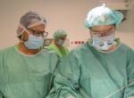 Csoda - Szétválasztotta a fejüknél összenőtt sziámi ikreket a magyar orvoscsapat