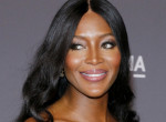 Naomi Campbell 49 évesen is ultradögös - Mindenki őt csodálta a párizsi divathéten