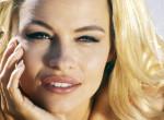 Megfilmesítik Pamela Anderson szexbotrányát – Ez a színésznő alakítja majd a kebelcsodát