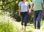 Tőlük harsog az internet: Hihetetlen, milyen ruhákat visel ez a pár séta közben