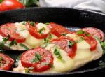 Álmaid vacsorája: Mozzarellás-paradicsomos csirkemell fél óra alatt