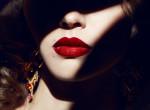 A vörös rúzsok ideje lejárt: Ezt kenjük mostantól az ajkainkra