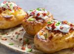 Baconnel töltött tejfölös sült krumpli: Szűkös időkben is mennyei eledel!