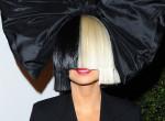 Meztelen fotókkal zsarolták, zseniálisan vágott vissza az énekesnő