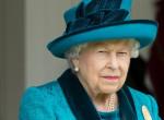 Ez komoly? Fura dolgot szúrtak ki a netezők Erzsébet királynő outfitjein
