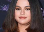 Kegyelemdöfés Biebernek! Selena Gomez ruhájával mindenkit letarolt a díjátadón