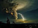 Kitört a Taal vulkán a Fülöp-szigeteken, százezreket menekíthetnek ki - fotók