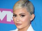Kylie Jennert eljegyezték? Hatalmas gyűrűt villantott