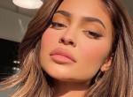 3 és fél milliós táskával ment Kylie Jenner lánya oviba - Fotók