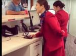 Döbbenetes dolgot tett karácsonykor a légiutas-kísérő - Videó